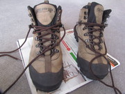 Used Explore Planet Earth leather hiking shoes